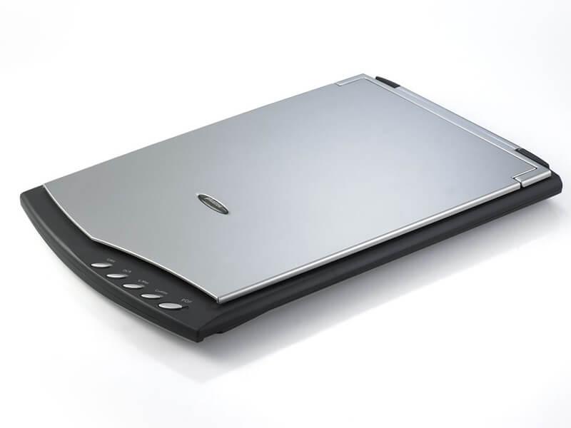 اسکنر یا پویشگر (Scaner) یکی از اجزای ورودی میباشد، وظیفه این بخش درست برعکس پرینتر است، تصاویر موجود بر روی کاغذ توسط این دستگاه به رایانه منتقل میشوند .