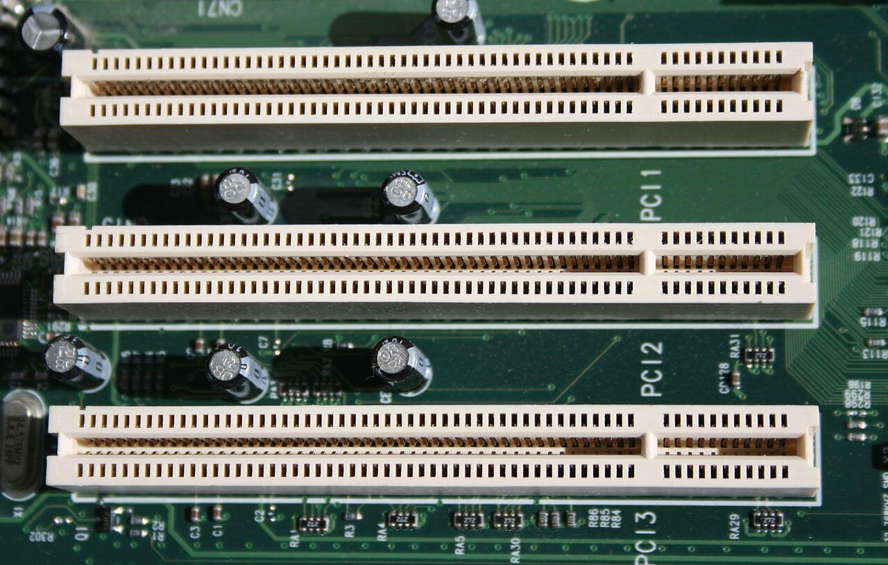 1280px-PCI_Slots_Digon3