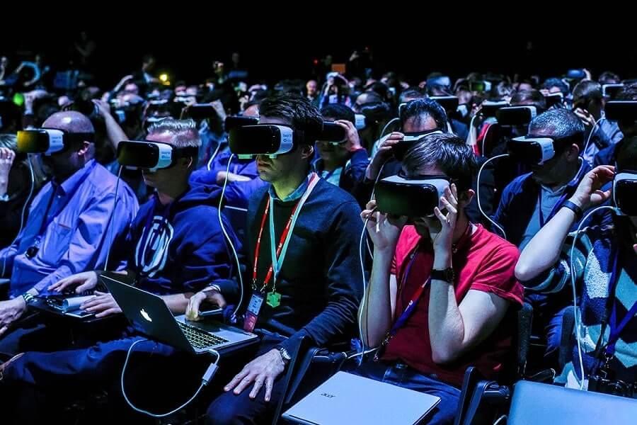 آشنایی با هدست واقعیت مجازی و نحوهی عملکرد آن